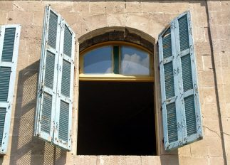 window-89030_640