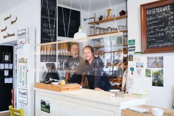 """Der Kölner Unverpackt-Laden """"Tante Olga"""" ist dank seiner Kaffeebar ein beliebter Treffpunkt im Viertel."""