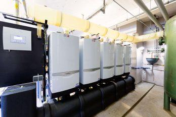 Vaillant stattet jedes Jahr bis zu fünf Kinderdörfer mit moderner Heiztechnik aus. Im Kinderdorf Worpswede wurden zwei veraltete Ölkessel durch fünf Gas-Brennwertgeräte ersetzt.