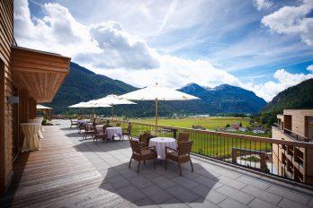 Terrasse mit Landschaftsblick