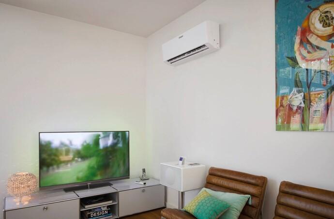 Für Privathaushalte eignet sich die Klimaanlage climaVAIR exclusive besonders gut. Der platzsparende Gebläseteil ist im Raum, die Kompressor- und Außenlufteinheit auf Balkon, im Garten oder an der Hauswand angebracht.