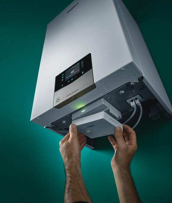 Das Internetmodul sensoNET, welches kostenfre bestellt werden kann, ist einfach per Plug-and-Play am Gerät anzuschließen