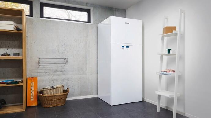 Innen aufgestellte Luft/Wasser-Wärmepumpe versoTHERM plus