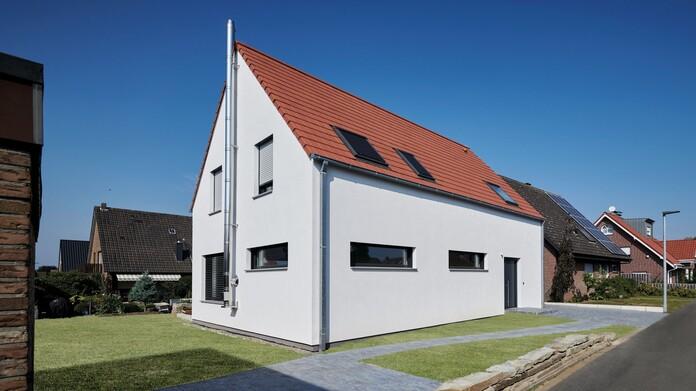 Einfamilienhaus auf KfW 40 Plus-Niveau führt Architektur und Ökologie zusammen