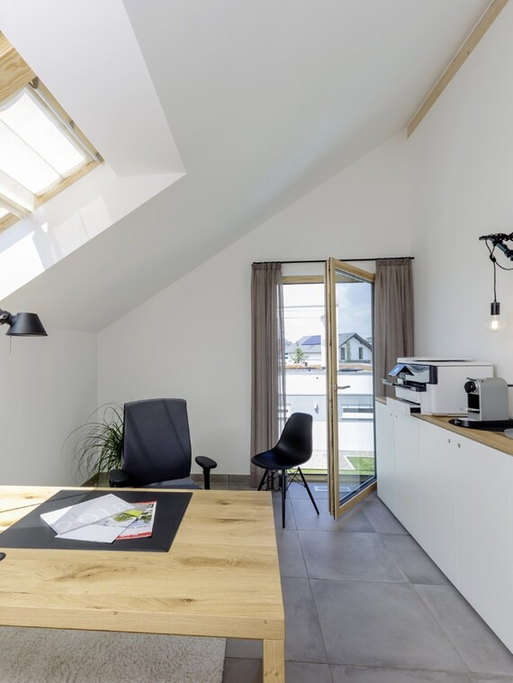 Viel Licht, gleichzeitig aber eine möglichst effiziente Energienutzung und ein ganzjährig perfektes Raumklima sind wesentliche Rahmenbedingungen, unter denen die Lehner-Häuser konstruiert werden.