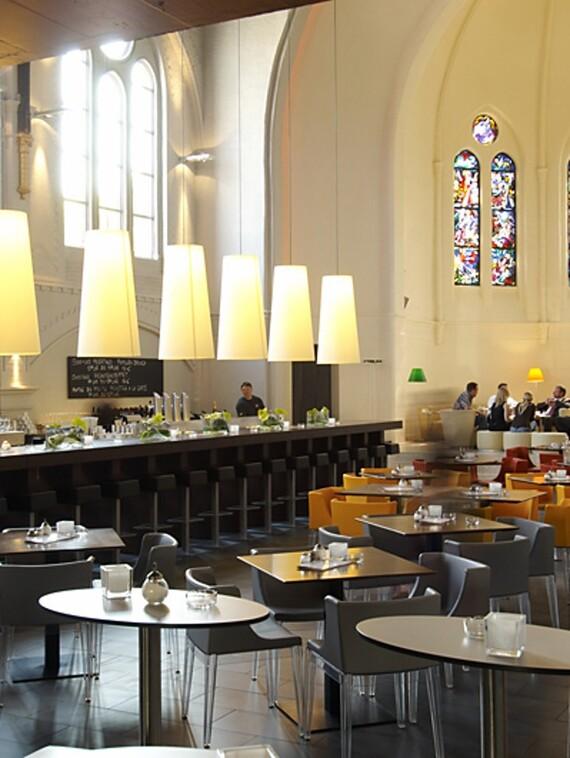 Aufwendige Umwandlung der Kirche in ein Restaurant