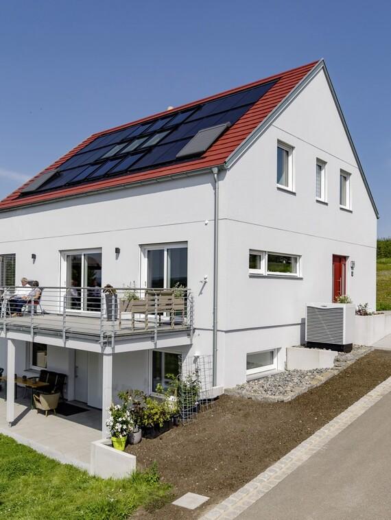 Das Innere formt das Außen: Nach diesem Prinzip gestalteten Christine und Norbert Weimper ihr Eigenheim, das sich ansonsten durch seine energetisch besonders günstige Form auszeichnet. (Fotos: Vaillant)