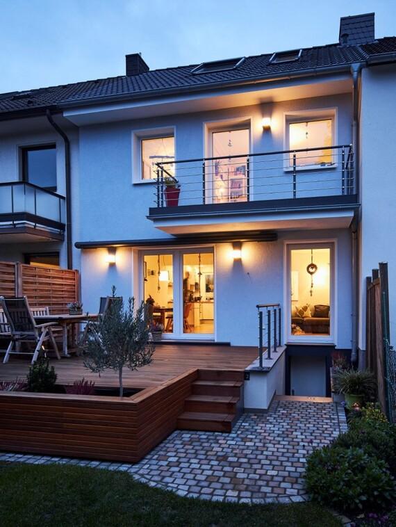 Ein Paradies für eine junge Familie am Stadtrand von Düsseldorf: das schmucke Eigenheim von Familie Kaiser hat sogar einen großzügigen Garten, in dem Lisa und Max spielen können. (Fotos: Vaillant)