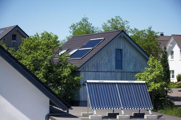 Photovoltaik und Solarkollektoren nutzen die Sonnenenergie – zum Nulltarif!