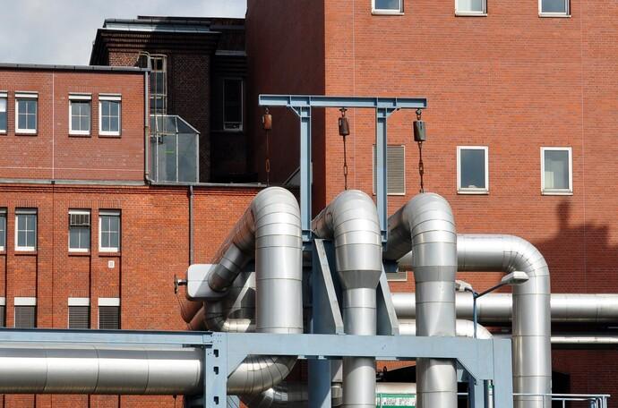 Fernwärme und Nahwärme versorgen Industrie, Gewerbe und Endverbraucher mit Heizungswärme.
