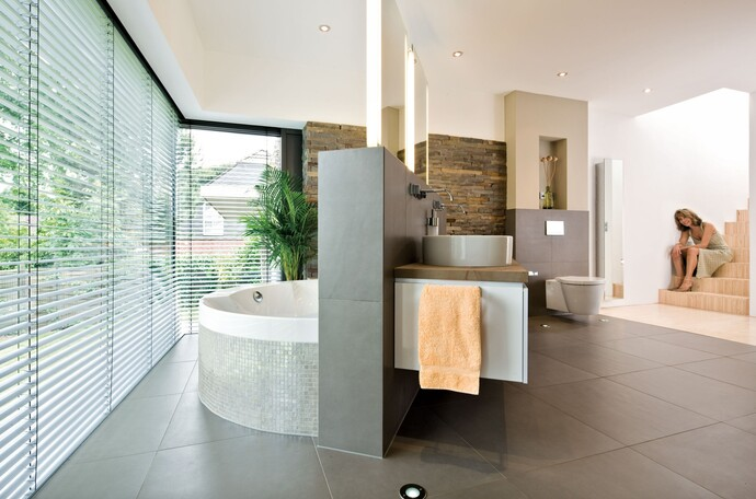 Unsichtbare Badheizung: In diesem Bad sind aufgrund der Fußbodenheizung keine Badheizkörper mehr sichtbar.