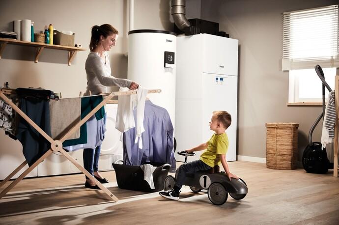 Perfekte Kombination: Warmwasserspeicher uniSTOR plus mit Luft-Wasser-Wärmepumpe versoTHERM plus
